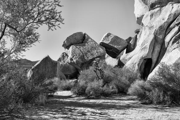 Im Schutz der Felsen