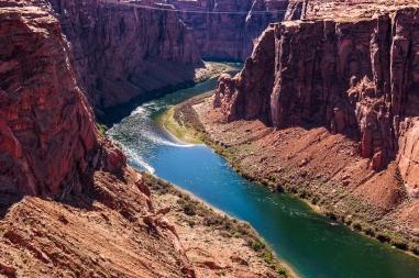 Blick auf den Colorado River nach dem Glen Canyon Damm