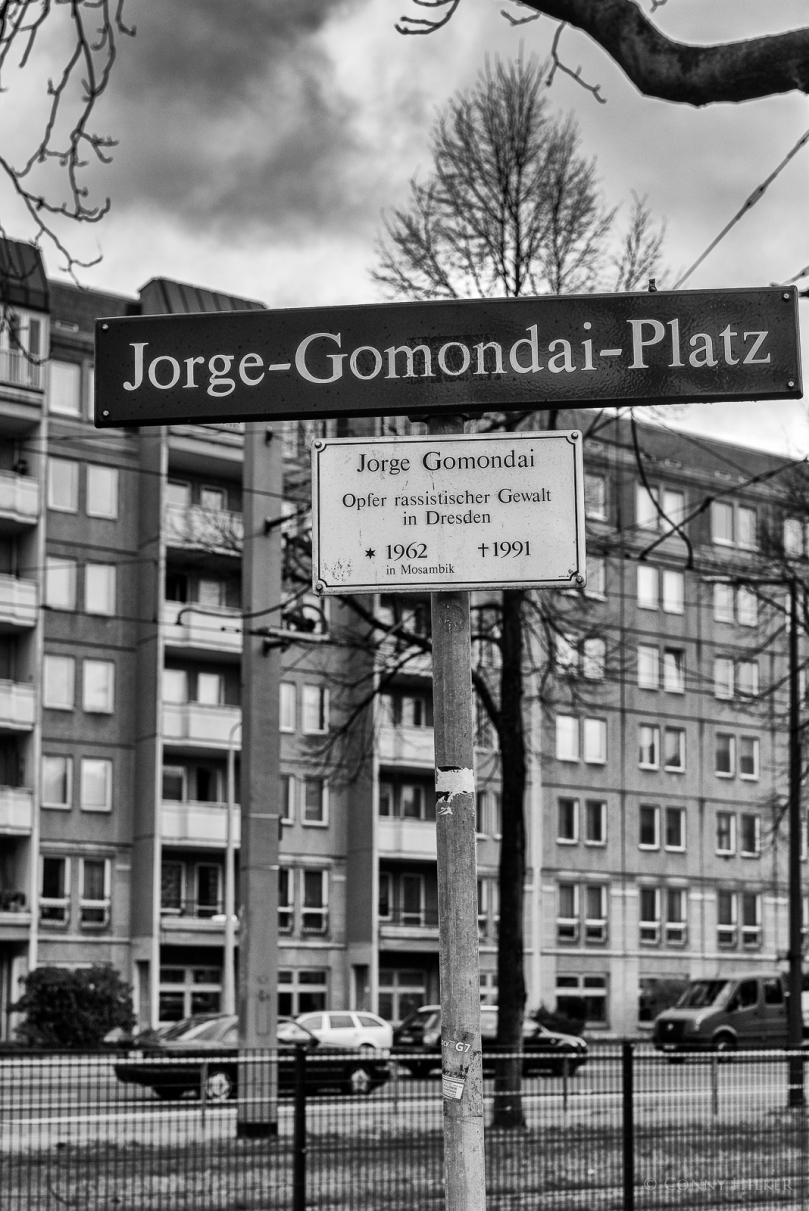 Jorge-Gomondai-Platz in Dresden. Mahntafel.
