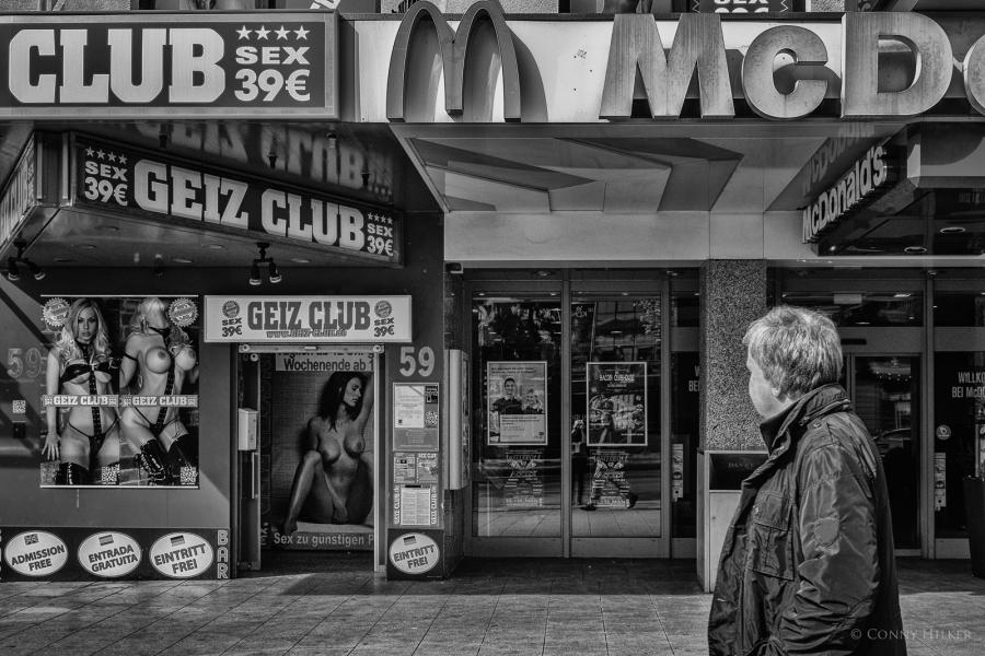 Der Geiz Club neben McDonald´s auf dem Hamburger Kiez.