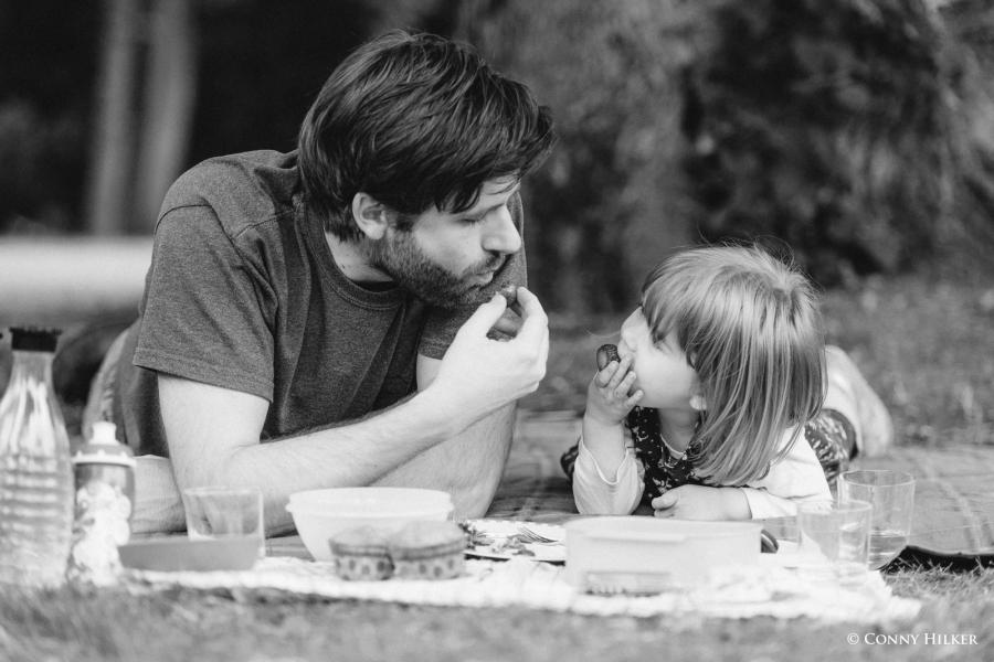 Familienportrait im Park, Vater, Mutter, Kind