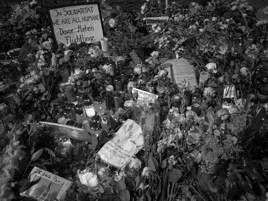 Trauer, Kerzen, Blumen, Pariser Botschaft, Berlin, Terror, Tod