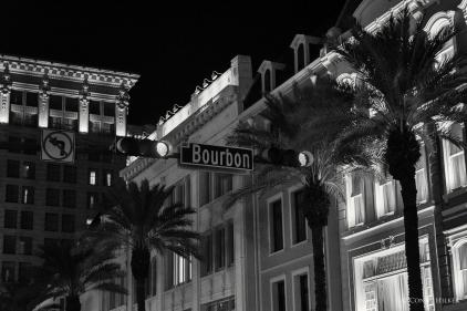 Straßenschild. Bourbon Street, New Orleans, Louisiana, USA in s/w, b/w