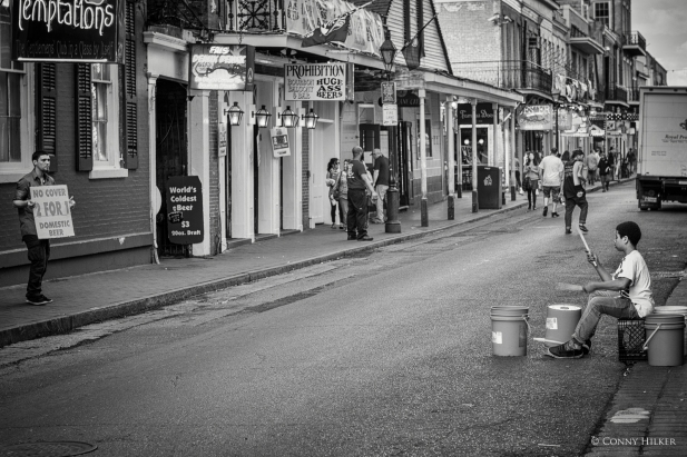 Trommler. Bourbon Street, New Orleans, Louisiana, USA in s/w, b/w