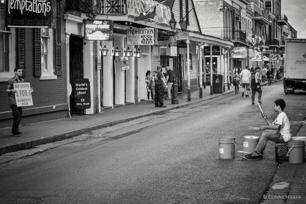 Trommler. Bourbon Street, New Orleans, Louisiana, USA in s/w, b/w
