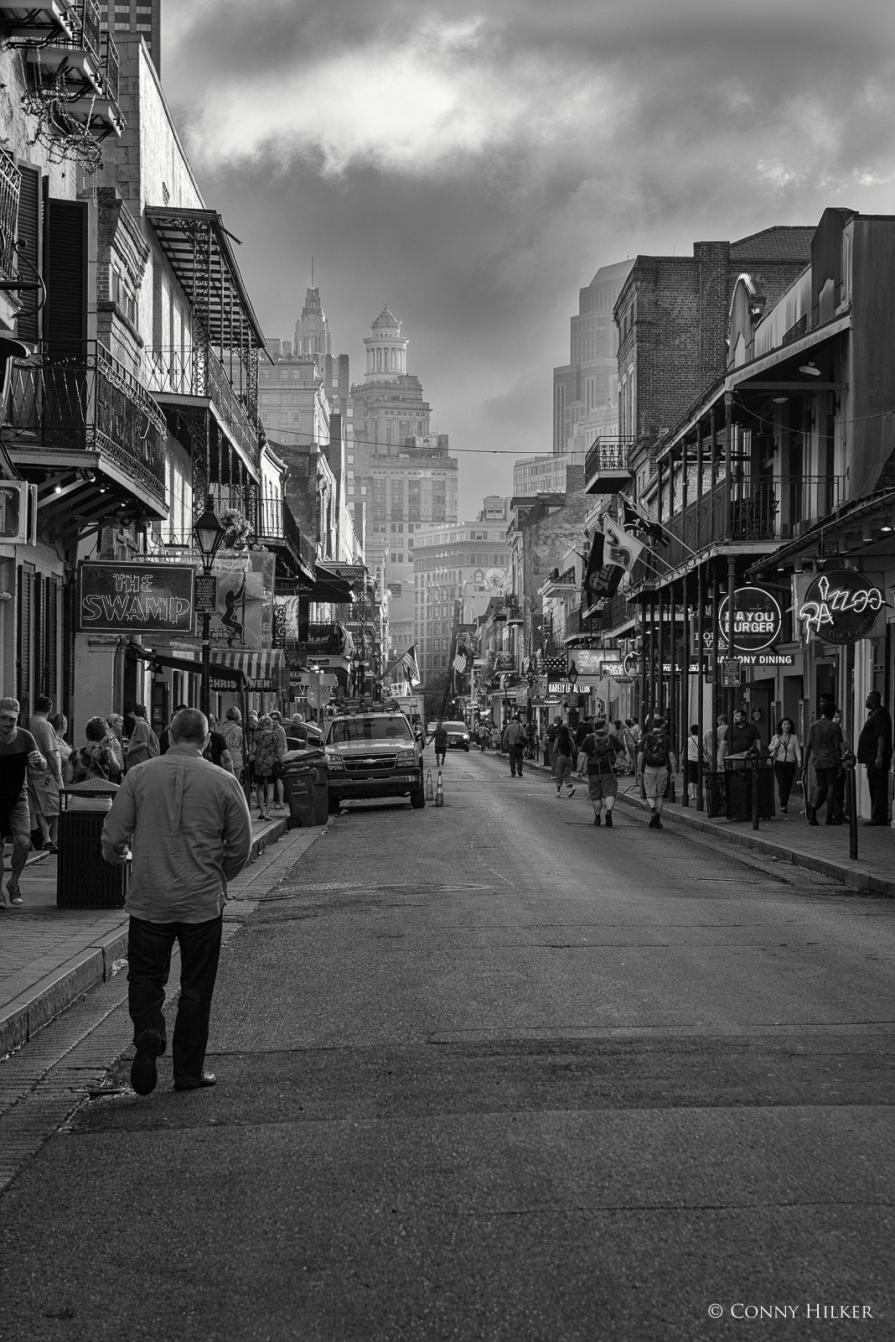 Am Tag. Bourbon Street, New Orleans, Louisiana, USA in s/w, b/w