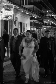 Hochzeit. Bourbon Street, New Orleans, Louisiana, USA in s/w, b/w