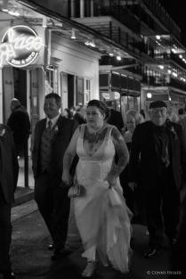 Hochzeit. Bourbon Street, New Orleans, Louisiana, USA in s/w, b/w