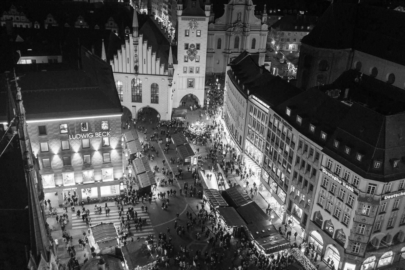 Weihnachtsmarkt, Christkindlmarkt, München, Marienplatz, Rathaus, b/w, schwarzweiss,